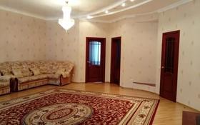 4-комнатная квартира, 160 м², 2/4 этаж помесячно, Ескалиева 301 за 200 000 〒 в Уральске