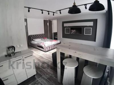 1-комнатная квартира, 35 м², 3/5 этаж посуточно, Академика Сатпаева 47 за 12 000 〒 в Павлодаре — фото 3