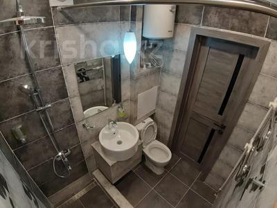 1-комнатная квартира, 35 м², 3/5 этаж посуточно, Академика Сатпаева 47 за 12 000 〒 в Павлодаре — фото 7