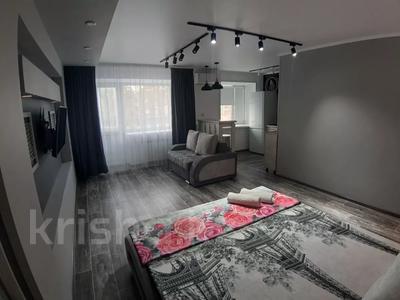 1-комнатная квартира, 35 м², 3/5 этаж посуточно, Академика Сатпаева 47 за 12 000 〒 в Павлодаре — фото 4