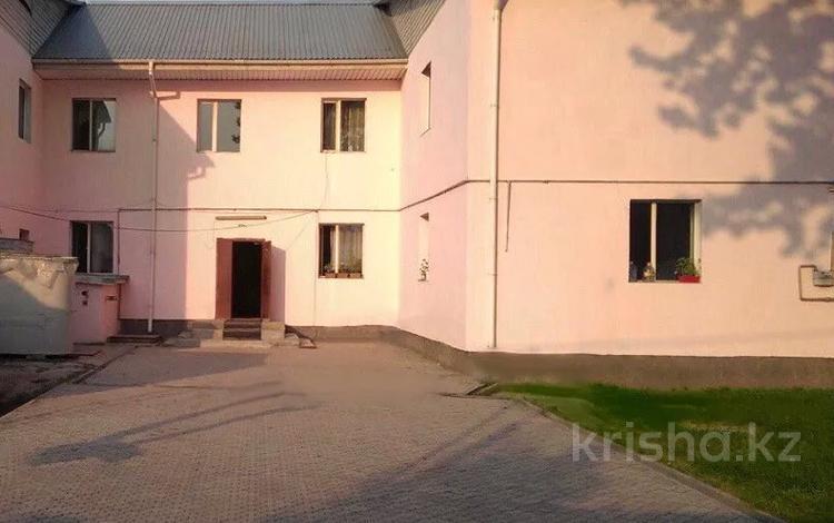20-комнатный дом, 660 м², 10 сот., мкр Акбулак, Зеленая 10 — Райымбека за 120 млн 〒 в Алматы, Алатауский р-н