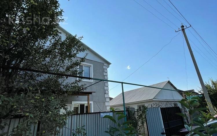 6-комнатный дом, 180 м², 4.2 сот., Кабанбай батыра за 33 млн 〒 в Казцик