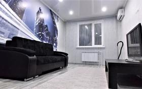 1-комнатная квартира, 40 м², 5/16 этаж посуточно, мкр Строитель, С.Датова 32/2 ,2 блок за 7 000 〒 в Уральске, мкр Строитель