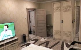 1-комнатная квартира, 35 м², 2/9 этаж помесячно, 5 микрорайон 999 за 150 000 〒 в Аксае