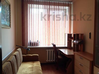 4-комнатная квартира, 110 м², 4/4 этаж помесячно, Жамбыла — Кунаева за 380 000 〒 в Алматы, Медеуский р-н