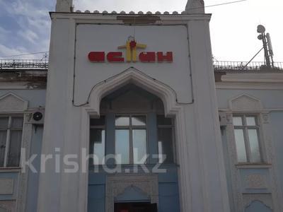 Здание, площадью 1445 м², Омарова 8 за 85.1 млн 〒 в Жезказгане