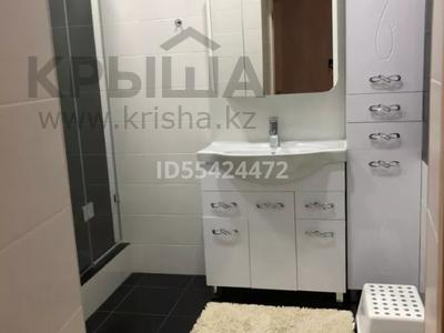 2-комнатная квартира, 102 м², 1/5 этаж, проспект Тауелсиздик 16 за 24 млн 〒 в Актобе, мкр. Батыс-2 — фото 15