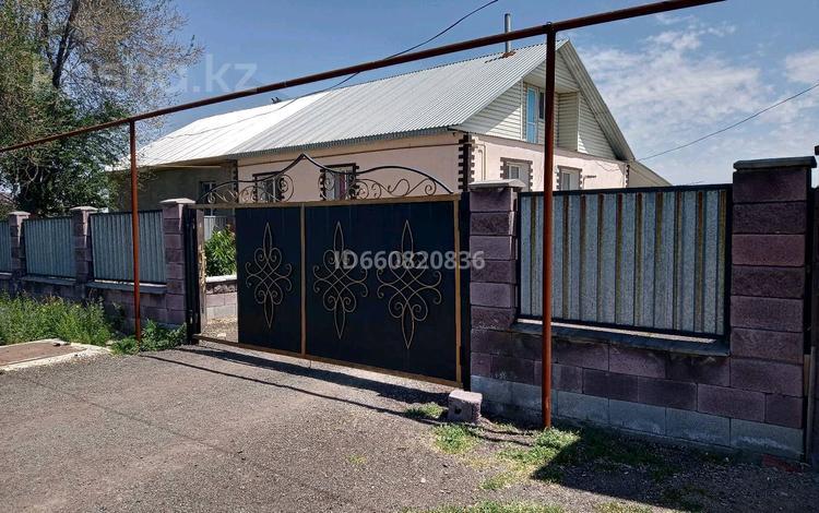 4-комнатный дом, 100 м², 8 сот., улица Джамбула 101 за 9.7 млн 〒 в Комсомоле