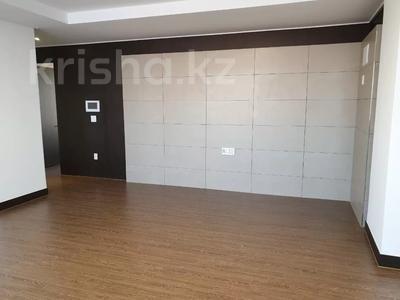 4-комнатная квартира, 135 м², 5/25 этаж, Нажимеденова 4 за 81 млн 〒 в Нур-Султане (Астана), Алматинский р-н — фото 4