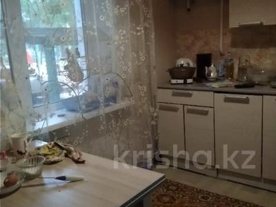 2-комнатная квартира, 42 м², 1/5 этаж, Таха Хусейна 13 за 15 млн 〒 в Нур-Султане (Астана), р-н Байконур
