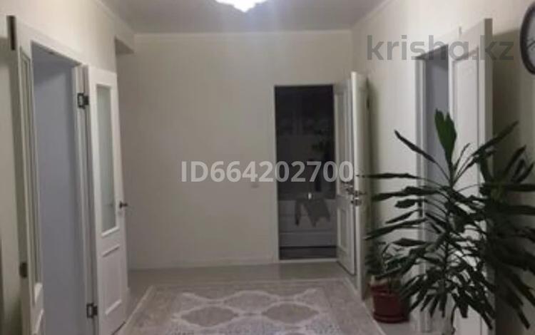3-комнатная квартира, 100 м², 7/9 этаж, Батыс 2 — Мангилик за 30 млн 〒 в Актобе, мкр. Батыс-2