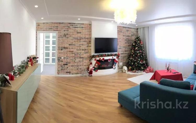 2-комнатная квартира, 82 м², 9/9 этаж, 5 микрорайон за 24 млн 〒 в Уральске