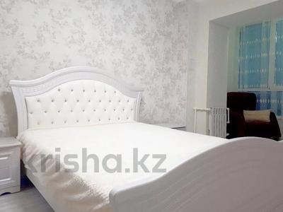 2-комнатная квартира, 70 м², 8/10 этаж посуточно, Ярославская 2/3 за 10 000 〒 в Уральске — фото 2
