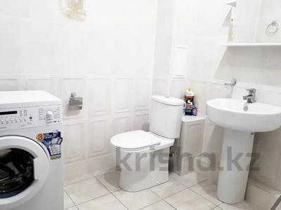 2-комнатная квартира, 70 м², 8/10 этаж посуточно, Ярославская 2/3 за 10 000 〒 в Уральске — фото 4