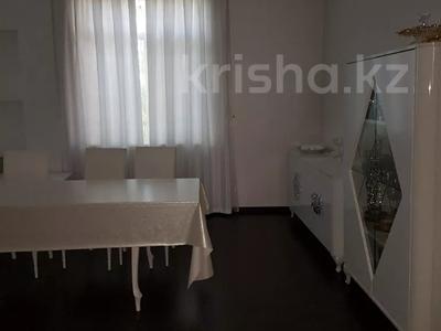 6-комнатный дом, 400 м², 15 сот., Ул.Адырбекова — У.Перова за 120 млн 〒 в Шымкенте, Аль-Фарабийский р-н