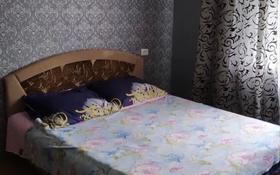 1-комнатная квартира, 60 м², 4/5 этаж посуточно, Привокзальный-5 — Гелиос заправка за 5 000 〒 в Атырау, Привокзальный-5