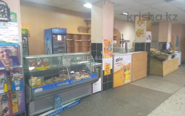 Магазин площадью 1326 м², 16 микрорайон за 60 млн 〒 в Караганде, Октябрьский р-н