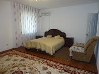 4-комнатная квартира, 170 м², 1/5 этаж помесячно