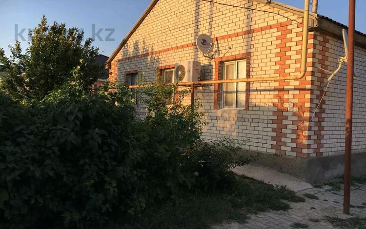 3-комнатный дом, 130 м², 8 сот., мкр Атырау, Микрорайон Атырау 13 за 18 млн 〒