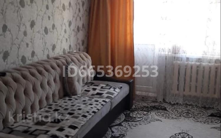 2-комнатная квартира, 48 м², 2/5 этаж, 11 мкр 30 за 10 млн 〒 в Таразе