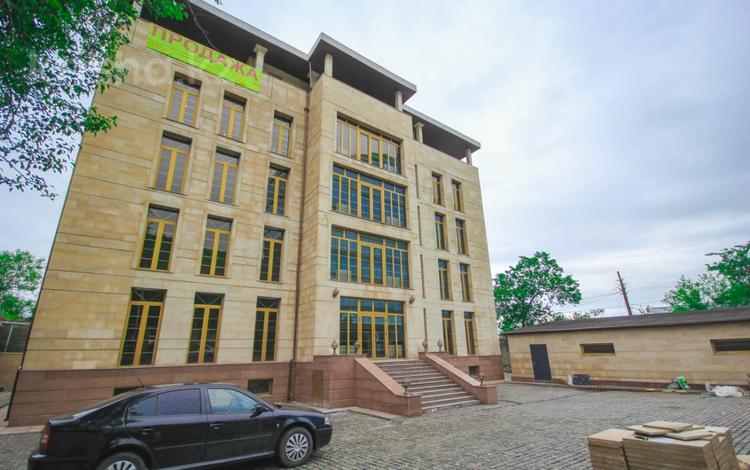 Здание, площадью 1700 м², Медеуский р-н, мкр Коктобе за 900 млн 〒 в Алматы, Медеуский р-н