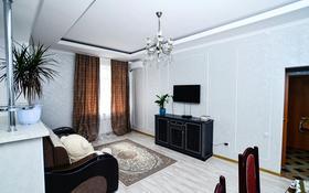 2-комнатная квартира, 70 м², 7/12 этаж помесячно, мкр 5, Алии Молдагуловой 5а за 150 000 〒 в Актобе, мкр 5