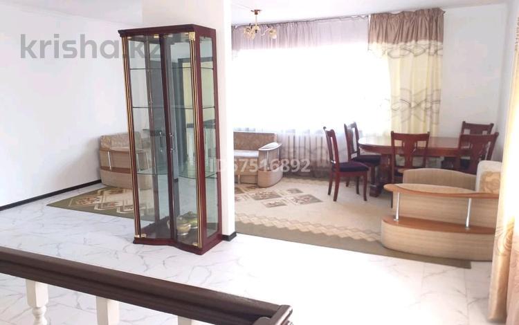 9-комнатный дом посуточно, 300 м², Дулата бабатайулы 7 — Тдендиева за 50 000 〒 в Нур-Султане (Астана), Сарыарка р-н
