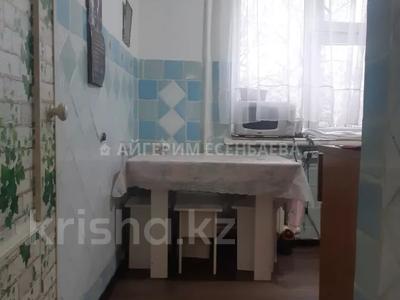 3-комнатная квартира, 64 м², 2/4 этаж, мкр Таугуль, Жандосова за 17.5 млн 〒 в Алматы, Ауэзовский р-н — фото 3