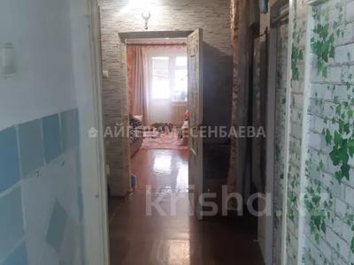 3-комнатная квартира, 64 м², 2/4 этаж, мкр Таугуль, Жандосова за 17.5 млн 〒 в Алматы, Ауэзовский р-н — фото 4