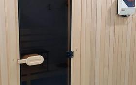 6-комнатный дом помесячно, 570 м², 10 сот., Мкр Сельмаш-2 — Пугачева за 500 000 〒 в Актобе, Новый город