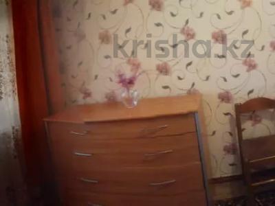 2-комнатная квартира, 45 м², 2/4 этаж посуточно, Пр. Достык-Дружба — Алмазова за 6 000 〒 в Уральске