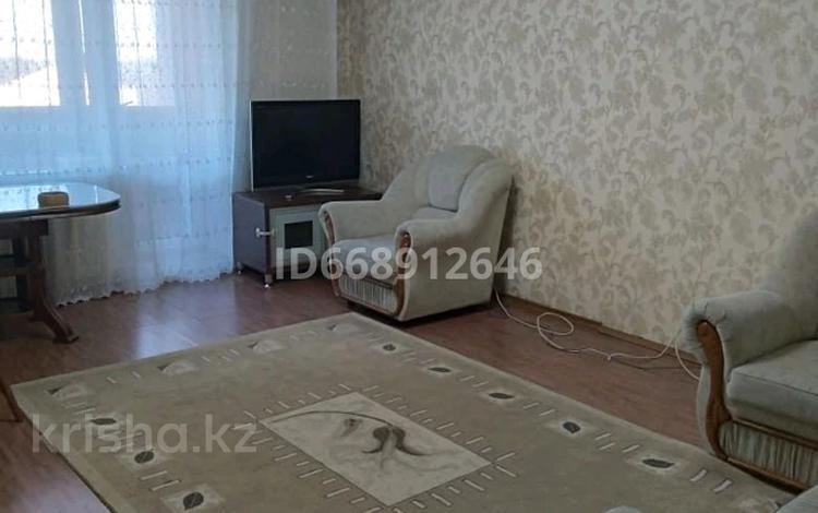3-комнатная квартира, 67.5 м², 4/9 этаж посуточно, Уранхаева за 10 000 〒 в Семее