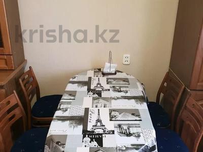 2-комнатная квартира, 60 м², 1 этаж посуточно, 4 микрорайон 31 за 10 000 〒 в Уральске — фото 7
