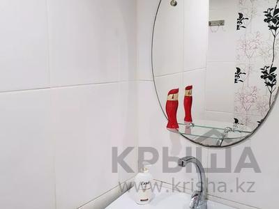 2-комнатная квартира, 60 м², 1 этаж посуточно, 4 микрорайон 31 за 10 000 〒 в Уральске — фото 12