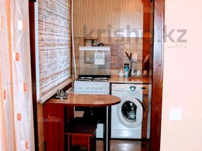 1-комнатная квартира, 36 м² по часам, проспект Нуркена Абдирова 28/1 за 700 〒 в Караганде, Казыбек би р-н — фото 3