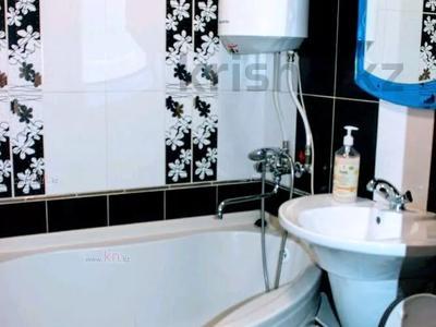 1-комнатная квартира, 36 м² по часам, проспект Нуркена Абдирова 28/1 за 700 〒 в Караганде, Казыбек би р-н — фото 5