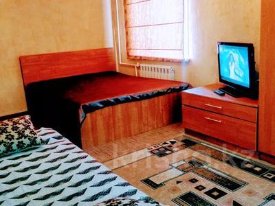 1-комнатная квартира, 36 м² по часам, проспект Нуркена Абдирова 28/1 за 700 〒 в Караганде, Казыбек би р-н