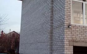 4-комнатный дом, 200 м², 10 сот., 23 мкр 54 за 18 млн 〒 в Усть-Каменогорске