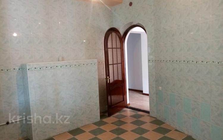 8-комнатный дом, 400 м², 10 сот., мкр Малый Самал 110 за 55 млн 〒 в Шымкенте, Аль-Фарабийский р-н