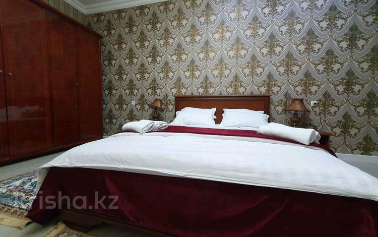 2-комнатная квартира, 90 м², 5/14 этаж посуточно, Гагарина проспект 124 — Абая за 17 000 〒 в Алматы