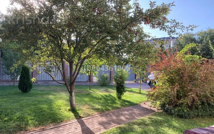 5-комнатный дом, 378 м², 11 сот., мкр Дубок-2 за 140 млн 〒 в Алматы, Ауэзовский р-н