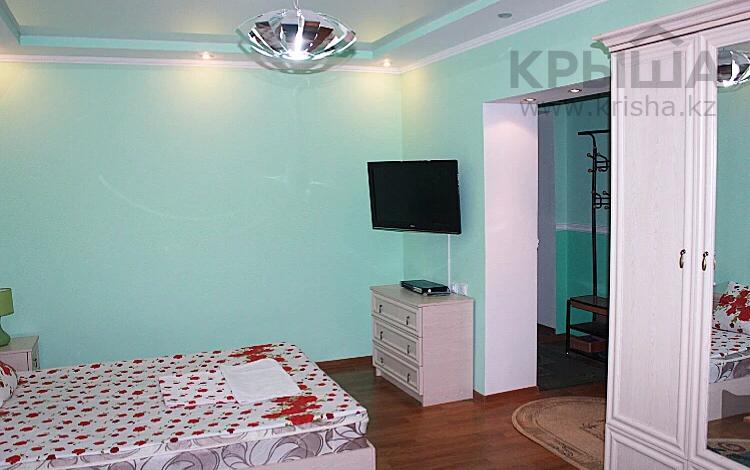 1-комнатная квартира, 38 м², 3 этаж посуточно, Абая 198 — Байзак батыра за 7 000 〒 в Таразе