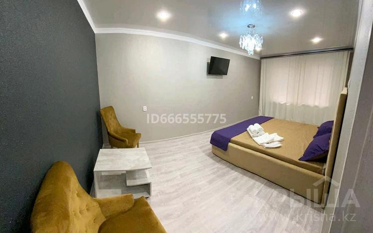 1-комнатная квартира, 37 м², 1/5 этаж посуточно, проспект Металлургов за 9 000 〒 в Темиртау