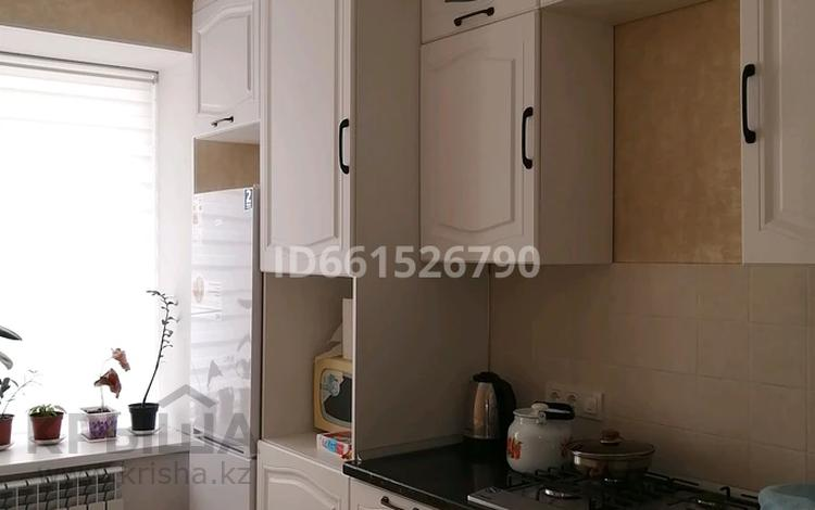 2-комнатная квартира, 50 м², 1/5 этаж помесячно, мкр Нурсая 25 А за 120 000 〒 в Атырау, мкр Нурсая