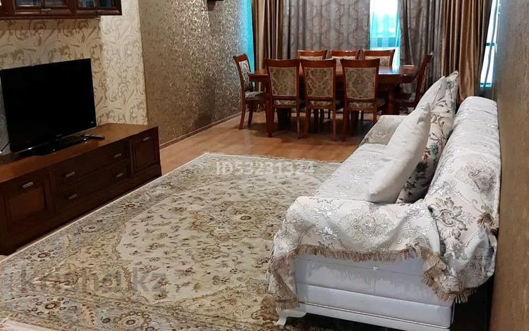 2-комнатная квартира, 120 м² посуточно, 11мкр 112А — Абилкаир хана за 14 000 〒 в Актобе