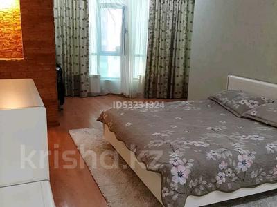 2-комнатная квартира, 120 м² посуточно, 11мкр 112А — Абилкаир хана за 14 000 〒 в Актобе — фото 3