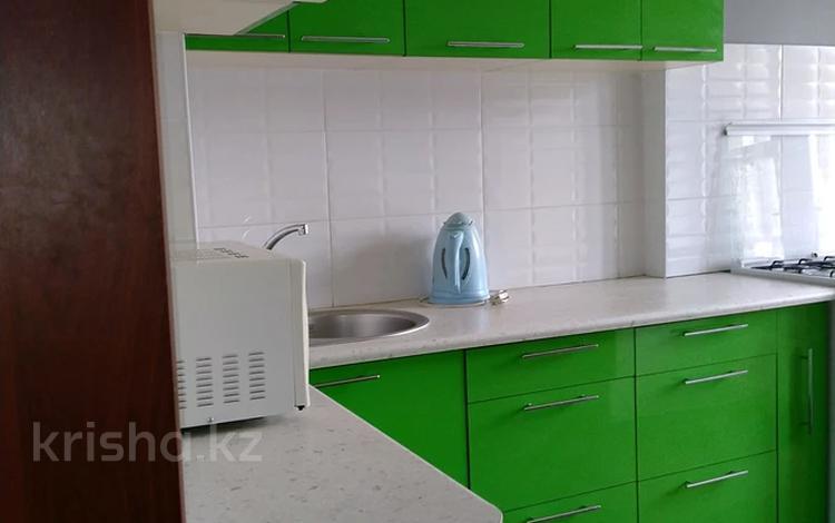 1-комнатная квартира, 38 м², 4/5 этаж посуточно, Жибек Жолы 124 за 8 000 〒 в Алматы, Алмалинский р-н