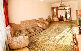 4-комнатная квартира, 120 м², 4/10 этаж посуточно, Мкр «Самал» 10 за 12 000 〒 в Нур-Султане (Астана), Сарыарка р-н