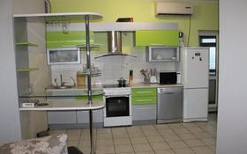 2-комнатная квартира, 90 м² помесячно, Кабанбай батыра 87 за 250 000 〒 в Алматы, Алмалинский р-н