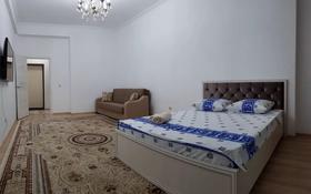 1-комнатная квартира, 60 м², 13/14 этаж посуточно, 17-й мкр 10 за 11 000 〒 в Актау, 17-й мкр